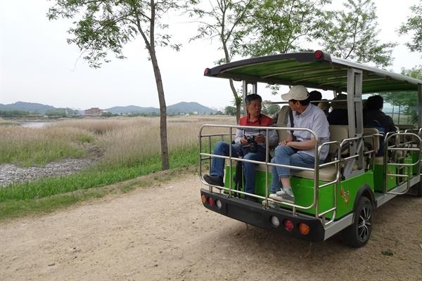 전동차를 타고 갯골생태공원 산책