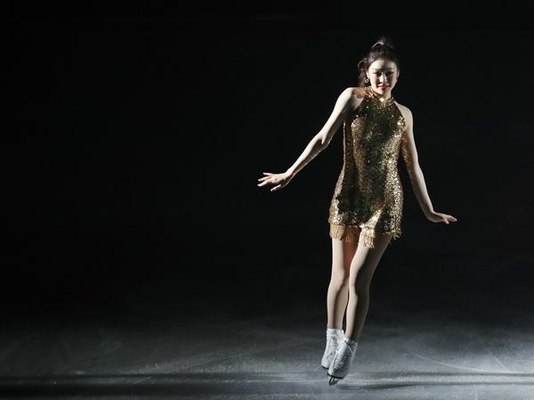 김연아와 함께 김연아가 6일 오후 서울 송파구 올림픽공원 KSPO돔에서 열린 올댓스케이트 2019 아이스쇼에서 연기를 펼치고 있다.