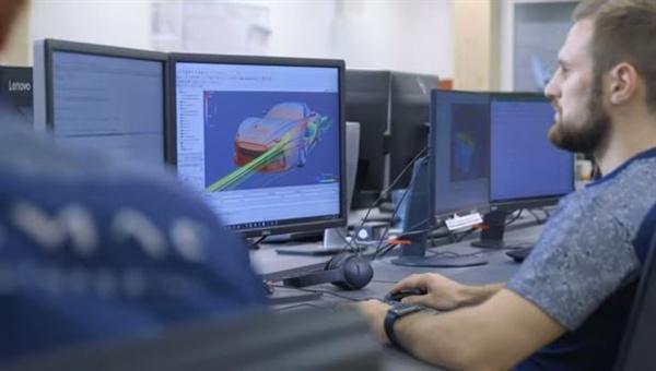 디지털 트윈을 활용한 시뮬레이션 디지털 트윈으로 공기 저항 시뮬레이션을 하고 있다.