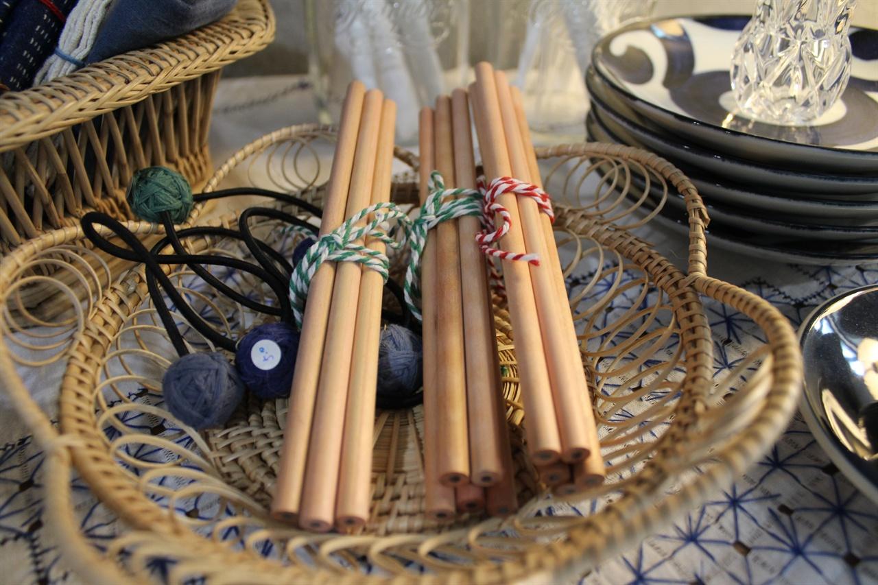 대나무 빨대를 비롯한 다양한 물품을 판매한다.