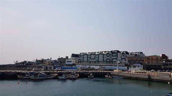 2019년 4월 2일에 촬영한 서귀포시 법환리. 과거 어촌마을은 사라진 상태다.