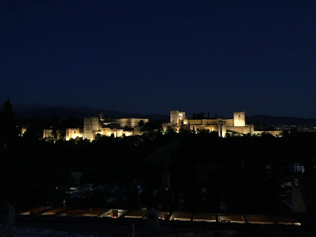 안녕, 알람브라!! 알람브라 궁전의 야경과 함께, 내일 다시 만날 것을 기약하며, 일단 철수했습니다. 안녕, 내일 다시 만나!