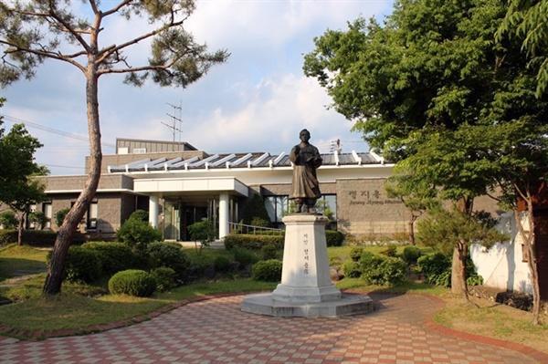 충북 옥천의 시인 정지용 문학관입니다.