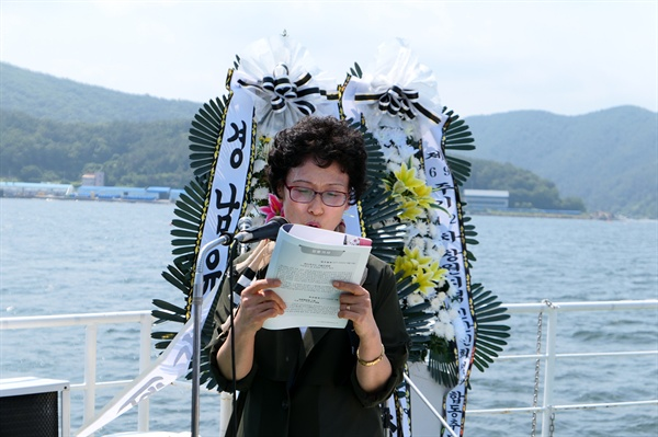 희생자 황치영 씨의 둘째 딸 황정둘씨는 '사랑하는 아버지께'라는 제목으로 아버지에게 띄우는 편지를 낭독했다.