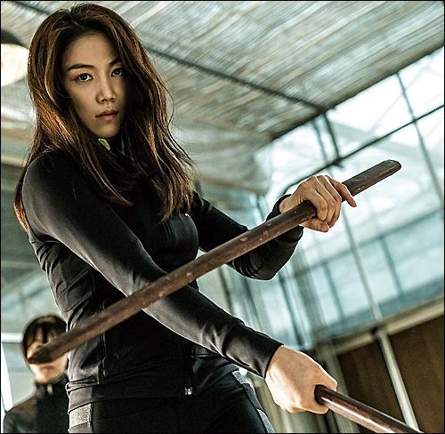 < 존 윅3 >의 오토바이 추격신의 경우, 한국 영화 <악녀>의 영향을 받았다고 알려지면서 더욱 화제가 되는 모습이다.