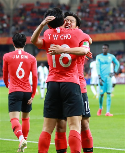 U-20 월드컵 정정용 감독이 이끄는 한국 U-20 축구대표팀이 9일(이하 한국시각) 폴란드 비엘스코비아 시립경기장에서 열린 2019 국제축구연맹(FIFA) U-20 월드컵 세네갈과의 8강전에서 혈전 끝에 3-2로 승리하고 4강진출에 성공했다.