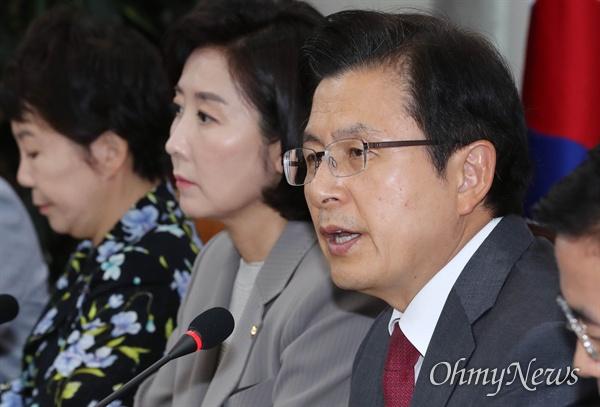 자유한국당 황교안 대표가 10일 오전 국회에서 열린 최고위원회의에서 모두발언을 하고 있다.