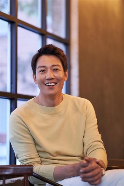 영화 <롱 리브 더 킹>에서 목포 건달 장세출 역을 맡은 배우 김래원