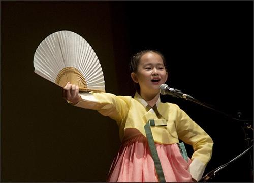 이소원  부처님의 소리를 전하는 소리꾼 이소원 양의 공연 모습