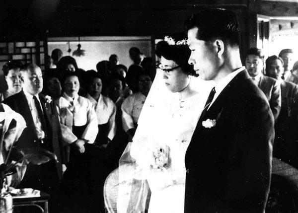 1962년 이희호 여사와 김대중 전 대통령의 결혼식 장면.