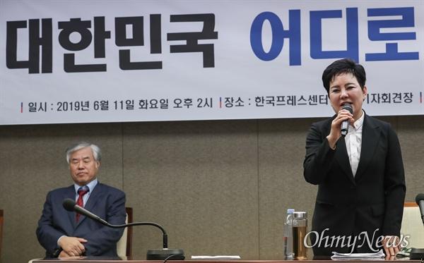 11일 오후 서울 중구 프레스센터에서 한기총 주최로 열린 '문재인 대통령 하야 촉구' 기자회견에서 송영선 새누리당 전 의원이 발표를 하고 있다.