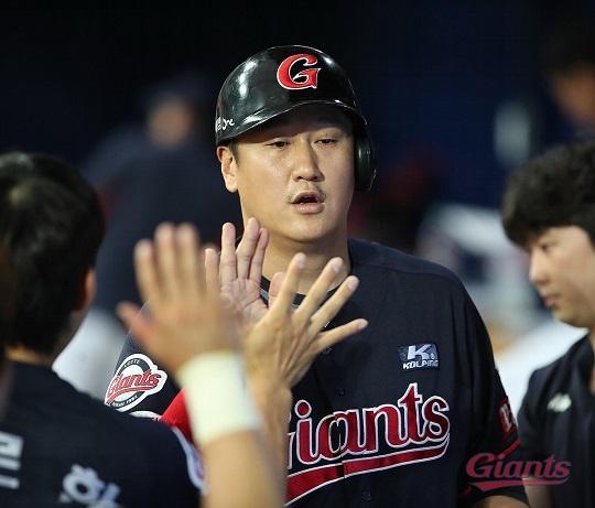 11일 잠실 LG전에서 3안타를 기록한 롯데 이대호