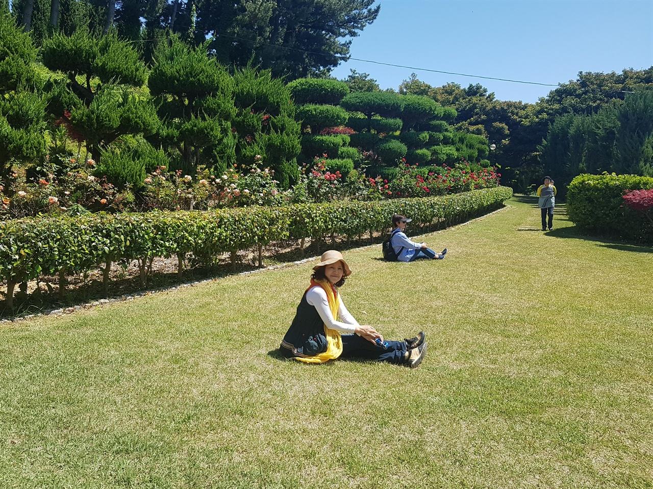 섬에 이런 정원이 있다니! 너무도 아름답게 가꾼 호수산장의 정원.