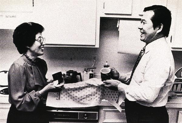 이희호 여사 생애사진 100선 1984년 미국 '피플'지에 실린 김대중-이희호 부부 사진.