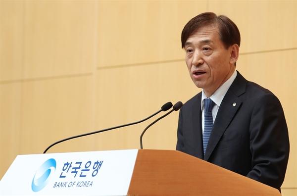 이주열 한국은행 총재가 12일 오전 서울 중구 부영태평빌딩에서 열린 한국은행 창립 제69주년 기념식에 참석해 창립기념사를 하고 있다.