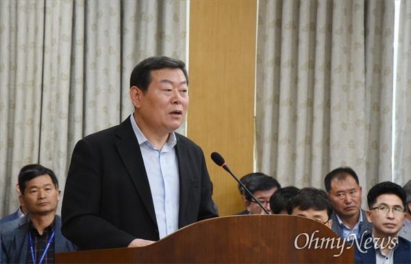 12일 열린 대전시의회 복지환경위원회에서 정관성 대전복지재단 대표이사가 답변을 하고 있다.