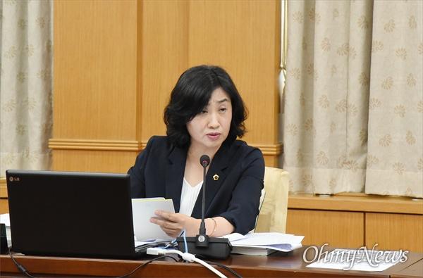 대전복지재단(대표이사 정관성)이 대전시의회 복지환경위원들이 요청하여 제출한' 2018년 불용액 현황 자료'에서 통계 조작했다는 의혹이 제기됐다. 사진은 질의를 하고 있는 채계순 대전시의원.
