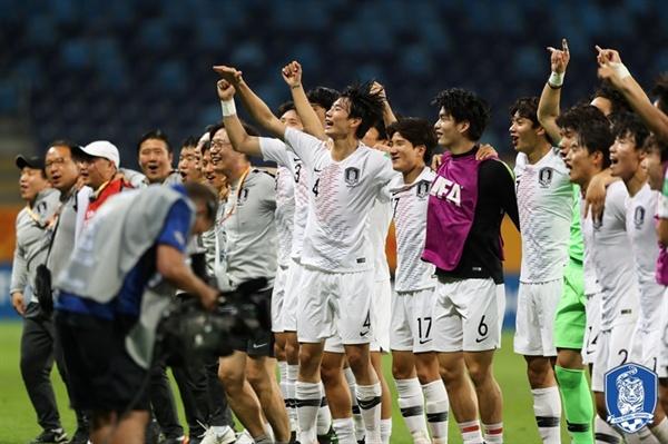 12일 최준의 결승골에 힘입어 에콰도르를 1-0으로 꺾고 결승 진출에 성공한 U-20 한국 남자축구 대표팀