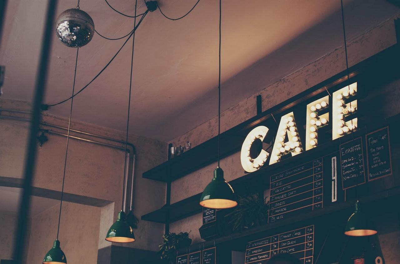 카페에서 1인 1메뉴는 꼭 지켜야 하는 것일까요?