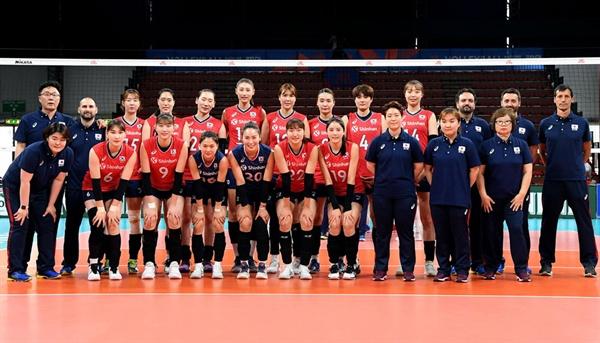 한국 여자배구 대표팀 선수와 코칭스태프... 2019 VNL 4주차 이탈리아 대회 (2019.6.11)