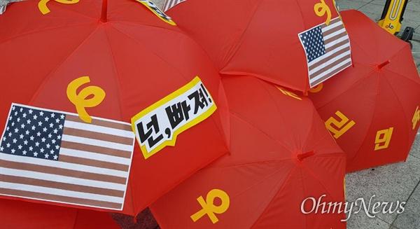 """6?15공동선언실천 남측위원회 경남본부는 6월 13일 저녁 창원 정우상가 앞에서 """"반미자주대회""""를 열었다."""