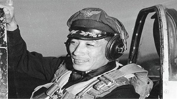 """""""해인사를 즉각 폭격하라""""는 공군사령부의 명령을 거부한 김영환 대령 (1920~1957)"""
