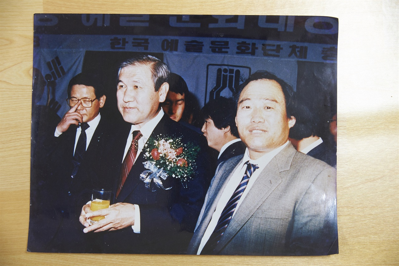 노태우 전대통령과 함께한 사진. 맨 우측 김뻑국 선생