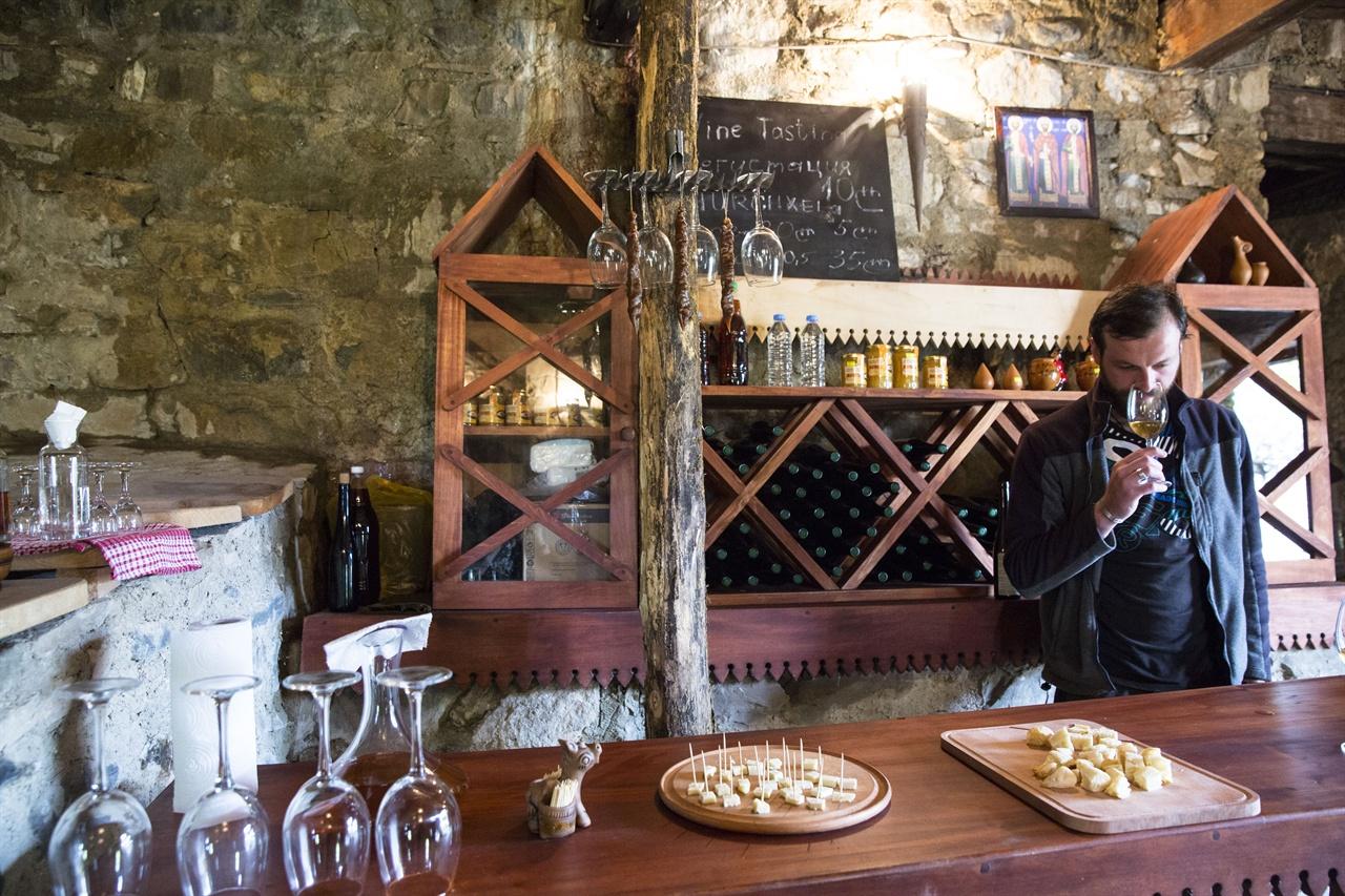 카헤티 그레미성의 시음장 조지아의  레스토랑이나 수도원, 박물관 등에도 지구스타찌야(시음장)가 많다.