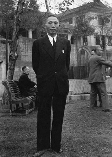 환국 직전 장제스 총통 주최 환송만찬회 때의 김구 주석(1945. 11.)