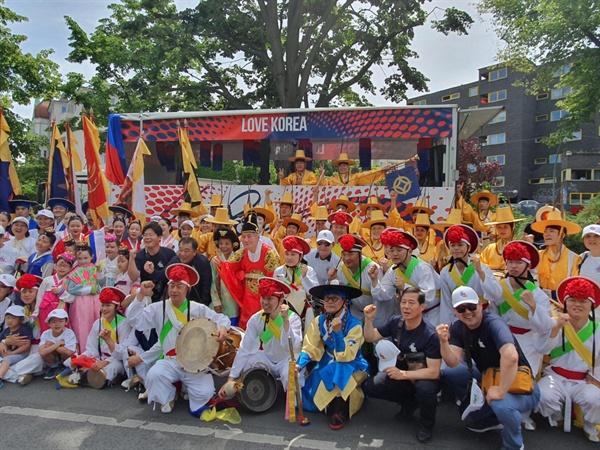 6월 9일 독일 베를린 문화 카니발 퍼레이드에 참가한 '진주성 취타대'.