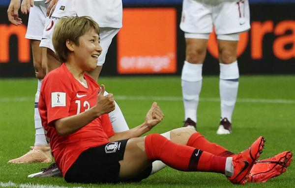 여민지, 골이다! 17일(현지시간) 프랑스 랭스의 스타드 오귀스트-들론에서 열린 2019 국제축구연맹(FIFA) 프랑스 여자 월드컵 조별리그 A조 3차전 한국과 노르웨이의 경기. 한국 여민지가 골을 넣고 기뻐하고 있다.