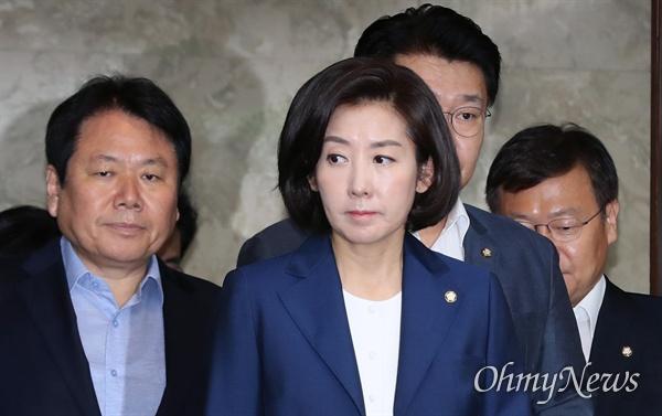 자유한국당 나경원 원내대표가 18일 오전 국회에서 열린 정책의원총회에 입장하고 있다.