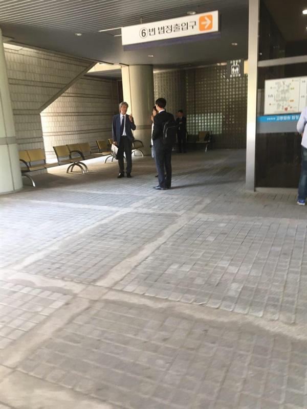 서울고법 재판정에 나타난 문성.
