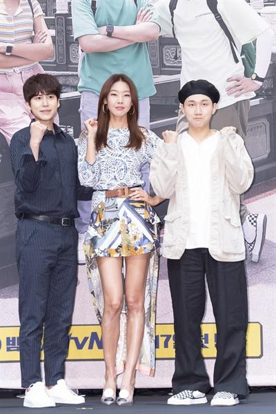18일 서울 신도림동 라마다호텔에서 열린 tvN <더 짠내투어> 제작발표회에 참석한 규현, 한혜진, 이용진.