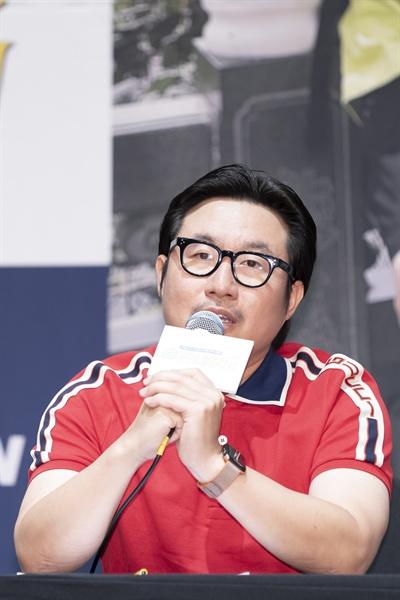 18일 서울 신도림동 라마다호텔에서 열린 tvN <더 짠내투어> 제작발표회에 참석한 안제민 PD.