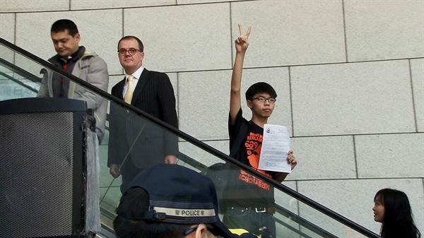넷플릭스 다큐멘터리 <우산혁명: 소년 VS. 혁명>의 한 장면