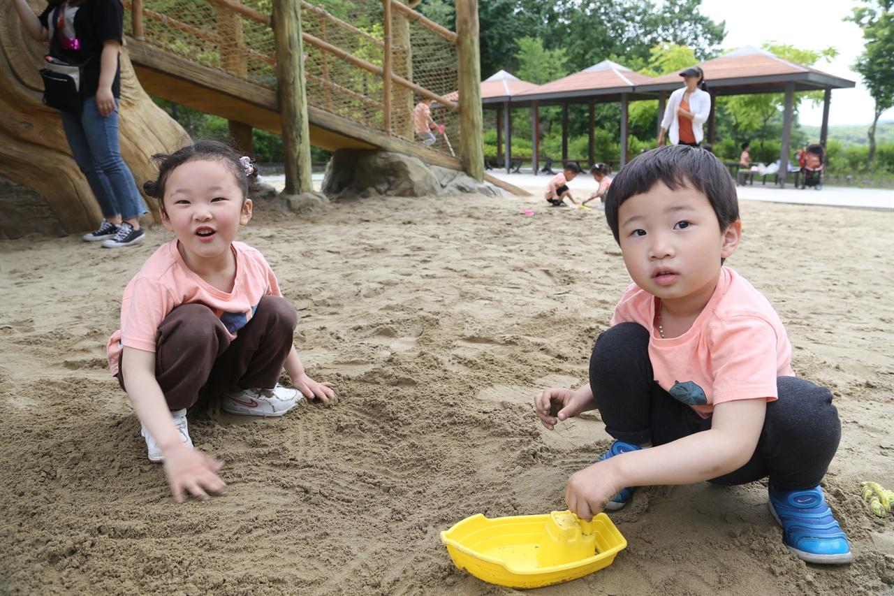 키즈꿈의숲 놀이터에서 만난 당진제일어린이집 원아들