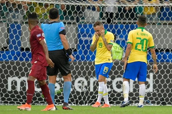 브라질 대표팀은 18일(현지 시각) 브라질 사우바도르의 아레나 폰치 노바에서 열린 2019 코파 아메리카 조별리그 A조 2차전에서 베네수엘라와 0-0으로 비겼다.