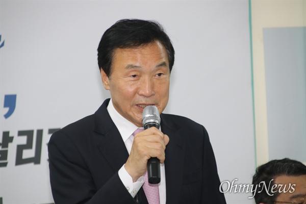 손학규 바른미래당 대표가 19일 오후 대구시당을 찾아 당원들과 간담회를 갖고 있다.