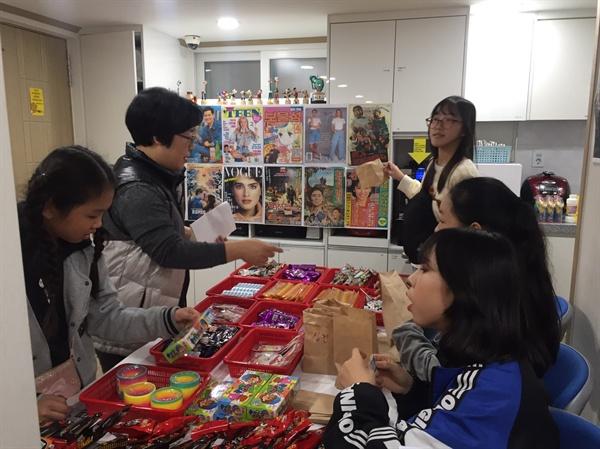 2018년 11월 10일 서대문구 마을 축제(천연·충현 도시재생 동감)에서 천연옹달샘은 알쏭달쏭미로, 옛날문방구, 놀이마당 등의 프로그램을 운영했다.