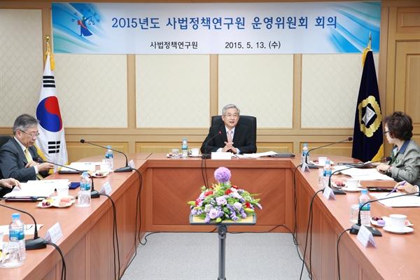 권오곤 한국법학원 원장(자료사진).