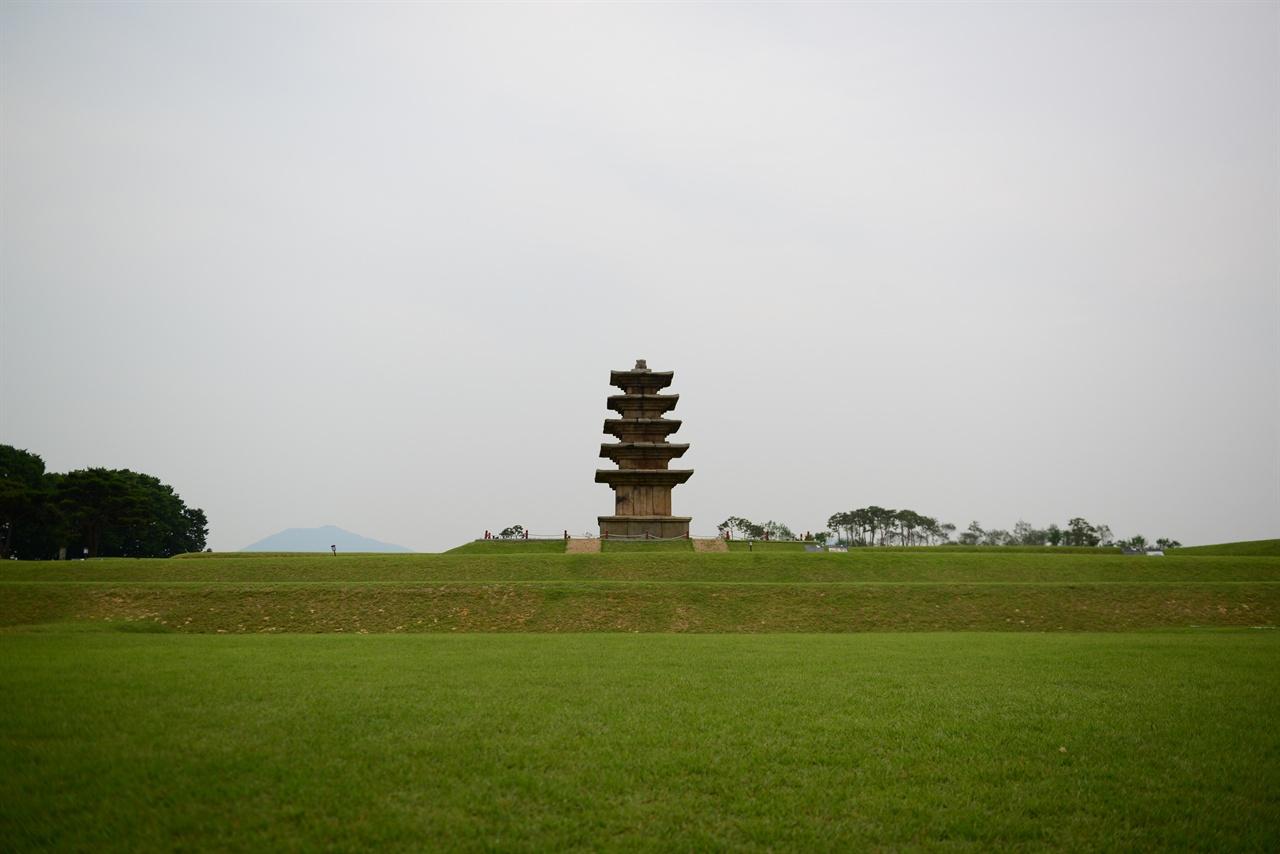 왕궁리 5층 석탑 왕궁에서 사찰로 변화 하는 과정에서 건립되었다. 처음에는 목탑이었는데 후대에 석탑으로 변화되었다. 건립 시기에 대해서는 백제말, 통일신라 초기 통일신라말 또는 고려 초 등으로 보고 있다. 아직 연구와 논의가 필요하다고 한다.