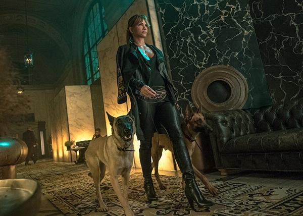 <소피아>란 제목의 스핀오프 영화도 기대하게 만든 <존윅 3: 파라벨룸> 속 할리 베리