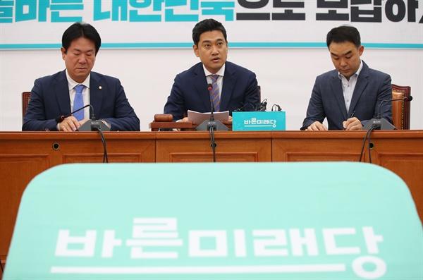 바른미래당 오신환 원내대표가 25일 오전 여의도 국회에서 열린 원내대책회의에서 발언하고 있다.