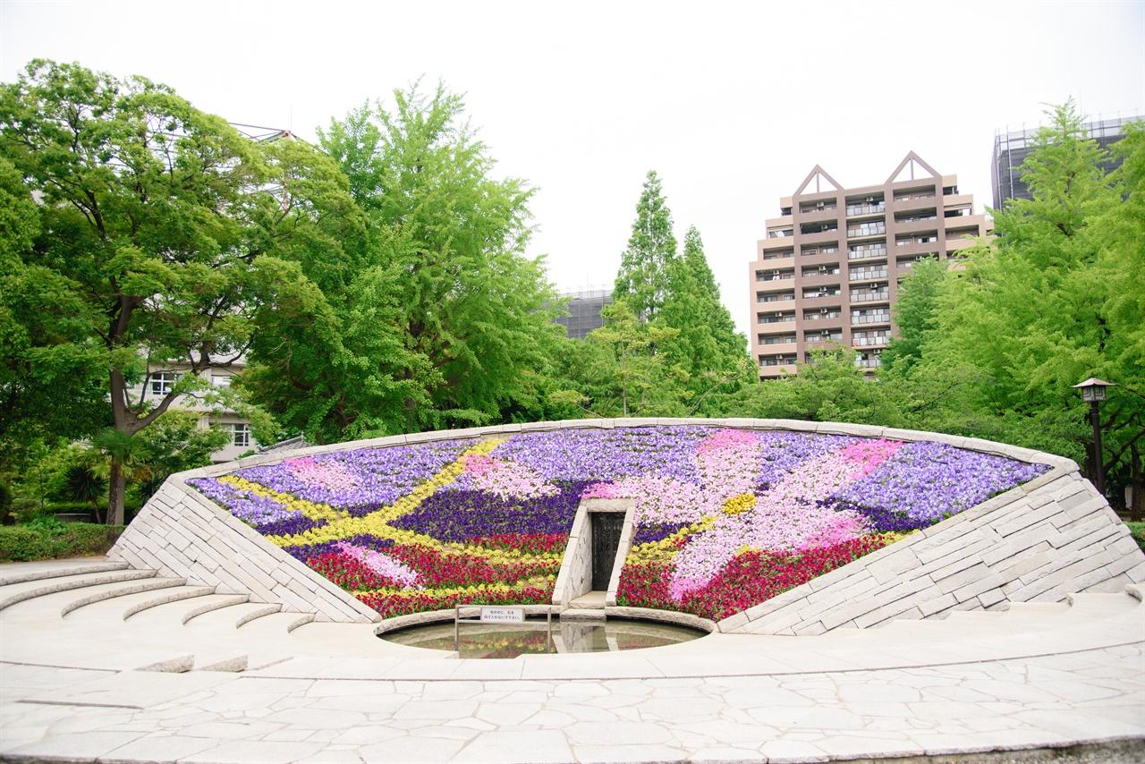 도쿄 공습 희생자 추도 및 평화 기원 비 .