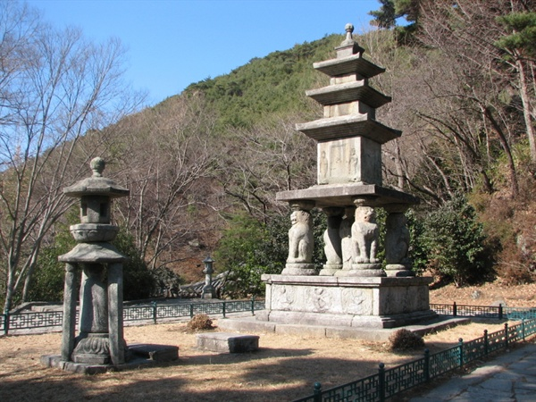 효대 화엄사 4사자 3층 석탑과 석등