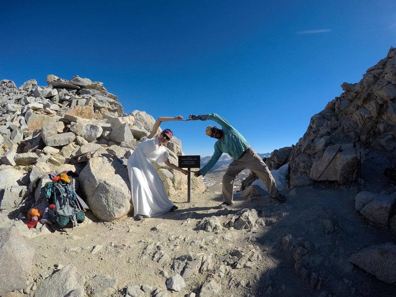해발 4009미터 캘리포니아 포레스터 패스에서 찍은 웨딩사진.