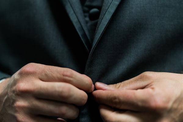 주위 사례들을 들으며 50대 남성 회사원들이 느끼는 불안을 유추해 봤다. 그 불안은 왜 생기는 것일까.