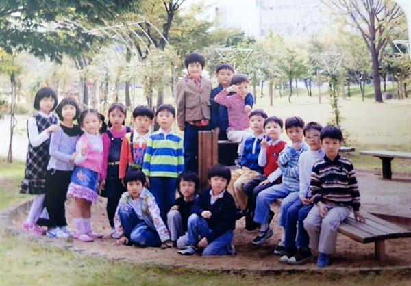 이강인이 아기스포츠단 친구들과 함께 찍은 사진.