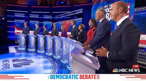 미국 민주당 대선 주자들의 첫 TV토론을 생중계하는 NBC방송 갈무리.